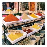 Gingembre, Curry, Harissa... découvrez et empruntez les chemins du marché aux épices ✨  Avec notre senteur Au cœur du marché aux épices, c'est un voyage aux tréfonds de l'Orient qui vous attend...🕊  Ginger, Curry, Harissa... discover and take the paths of the spice market ✨  With our scent In the heart of the spice market, it is a journey to the depths of the East that awaits you...🕊  #lapromenade #senteur #scent #marché #epices #épices #spicy