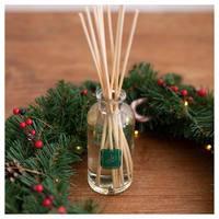 La Promenade vous souhaite à toutes et tous de très belles fêtes de Noël 🎄✨  Passez un bon réveillon 🎁  #lapromenade #christmas #noel #parfums #bonnefete